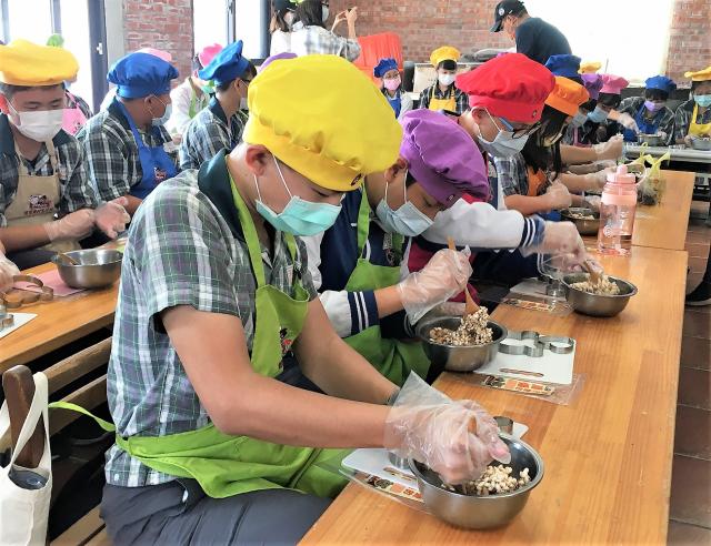 葫蘆墩文化中心5月22日邀請親子來玩爆米香。