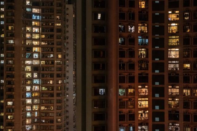 在香港爆發大規模「反送中」運動之後,大量外籍和本土人士離港,再加上嚴重經濟衰退和失業率高企,導致香港的租房價格下跌。示意圖。(Anthony Kwan/Getty Images)