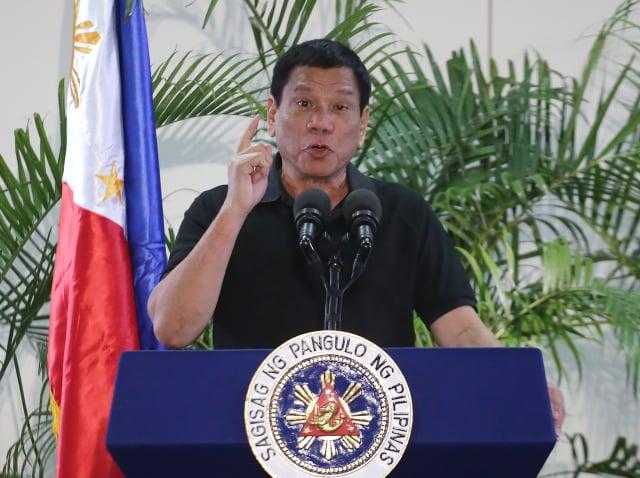菲律賓總統杜特蒂在施打中共的國藥疫苗後說,「不要跟我學」,對身體可能沒有好處。圖為資料照。(MANMAN DEJETO/AFP via Getty Images)