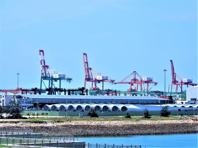 臺中港打造風電重件碼頭,作為中部風場開發商從生產、儲存、組裝到運輸離岸風電機組的重要基地。