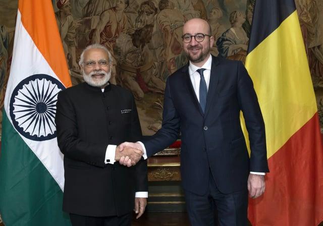 歐盟理事會主席米歇爾(右)和印度總理莫迪(左)5月8日同意,歐盟和印度恢復停頓多時的自由貿易協定談判。資料照。(JOHN THYS/AFP via Getty Images)