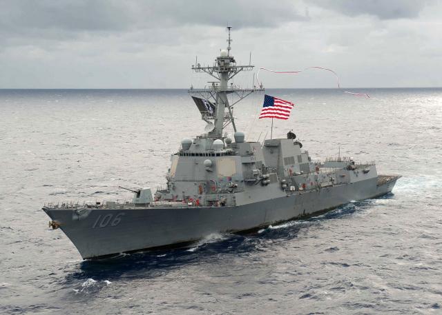 在過去四十多年來,美國對臺海採取「戰略模糊」,並不表明若臺海發生戰爭,美方是否會出兵干預。圖為美軍飛彈驅逐艦史托克代爾號。(圖取自America's navy.mil)