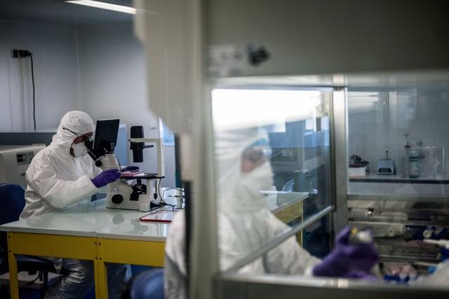中共阻撓臺灣進入WHA,又用疫苗挖臺友邦。學者認為,臺灣要加緊疫苗研發速度,確立在世衛大會上關鍵地位。圖為示意圖。(JEFF PACHOUD/AFP via Getty Images)