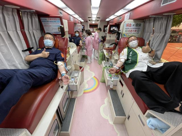 平鎮警分局員警,共同挽起袖子、捐出熱血!