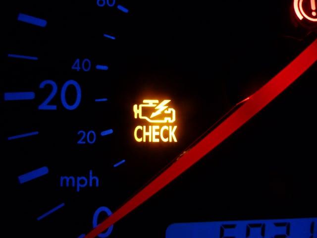 如果引擎過熱,儀表板上的故障警示燈就會發出黃色或紅色的警告。(維基百科)