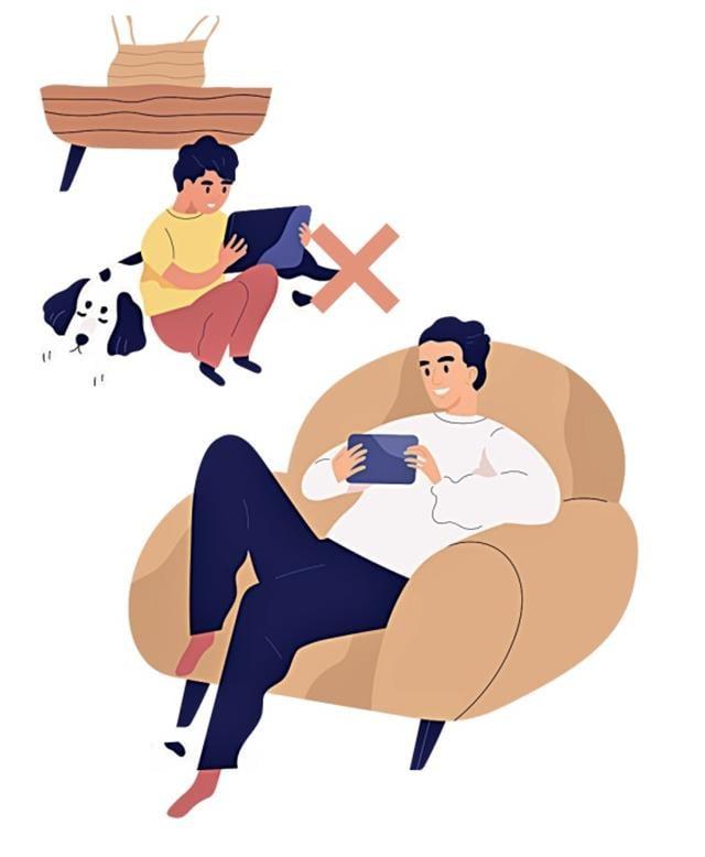 當孩子看到父母以健康的方式使用3C產品時,他們也會以同樣的方式、態度對待3C產品,養成健康的使用習慣。(123RF)
