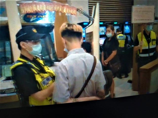 中市警局動員10分局,連日鎖定電子遊戲場「實聯制」,呼籲八大行業及民眾配合。