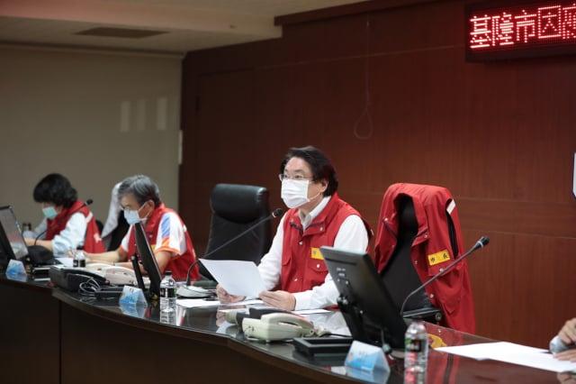 林右昌主持疫情應變會議。(基隆市政府提供)