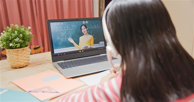 疫情影響下,線上課程已成為教學新趨勢。(123RF)