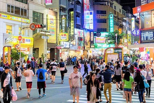 臺中市擴大防疫場所,納入包括逢甲夜市等11處夜市暫停營業。(記者黃玉燕/攝影)
