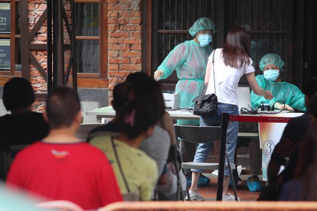 社區感染爆增 確保醫療量能優先