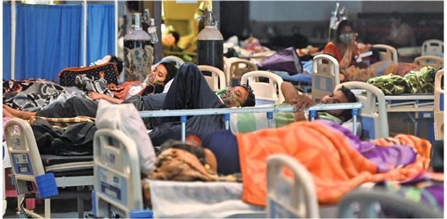 印度每日感染COVID-19近逼紀錄。(MONEY  SHARMA/AFP via Getty Images)
