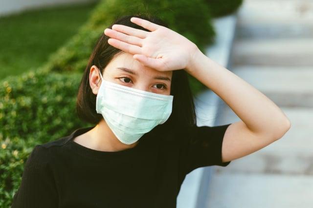 過敏性鼻炎、氣喘及慢性咳嗽幾乎不會發燒,若發燒就要留意。(ShutterStock)