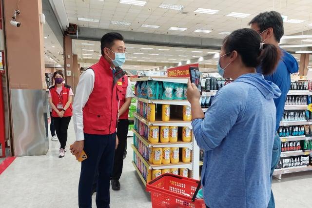 新竹市長林智堅對於民眾無恐慌購買的情況,且主動配合防疫措施,持高度肯定。