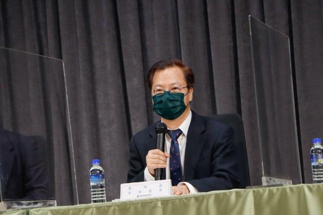 國發會主委龔明鑫週二(5月18日)表示,若能在6月底前將疫情控制住,對經濟成長率影響約為0.16個百分點(國發會提供)
