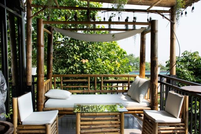 打造住家露臺、陽臺舒適空間,「宅在家」也有度假好心情。(Shutterstock)
