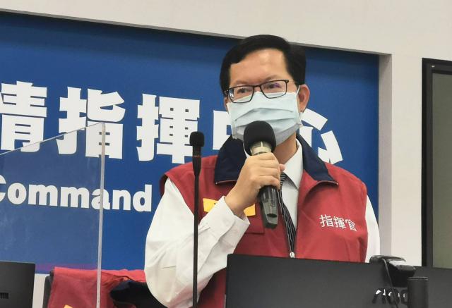 桃園市長鄭文燦24日上午召開防疫會議宣布,桃園各場合全面禁內用。(桃園市府新聞處提供)