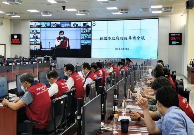 桃園市長鄭文燦24日上午主持防疫會議。