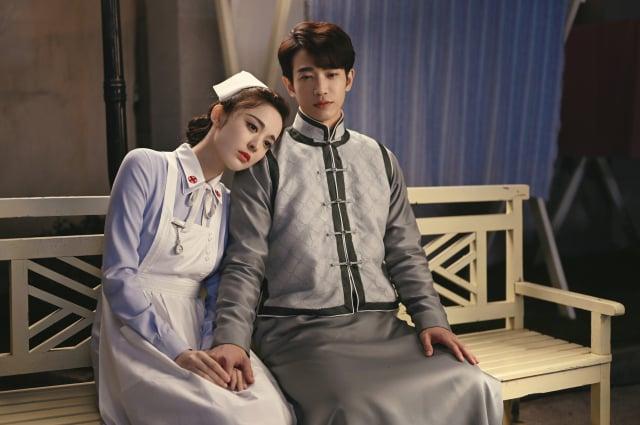 中國女演員古力娜扎與劉以豪合作的奇幻唯美劇《十二譚》劇照。
