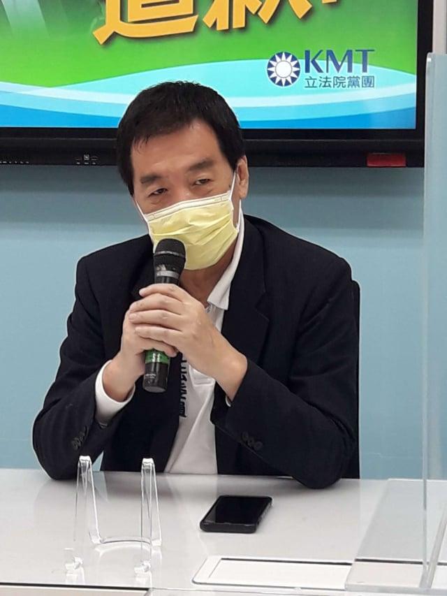 國民黨立法院黨團總召費鴻泰(圖)25日受訪表示,黨團會在下會期會要求繼續成立一個新的疫苗調 閱小組,並希望疫苗調閱小組提早運作。(中央社)
