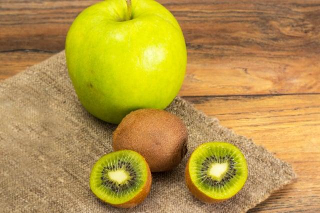 蘋果、奇異果打成果汁,抗炎效果好!(Shutterstock)