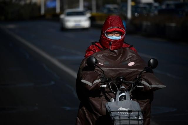 中國約有190個城市對摩托車實行「禁摩限電(禁摩托車和限電動車)」管制措施。示意圖。(WANG ZHAO/AFP via Getty Images)