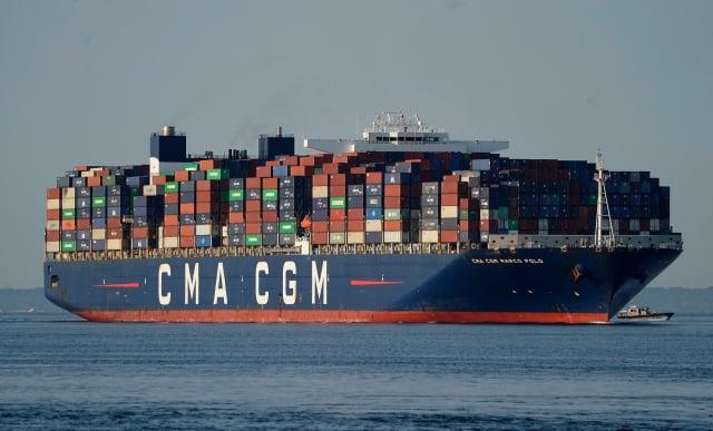 全球貨櫃海運價持續上漲,最新數據指出,從亞洲輸往歐洲的貨櫃運價首度漲破1萬美元(約新臺幣27.7萬元)。(TIMOTHY A. CLARY/AFP via Getty Images)