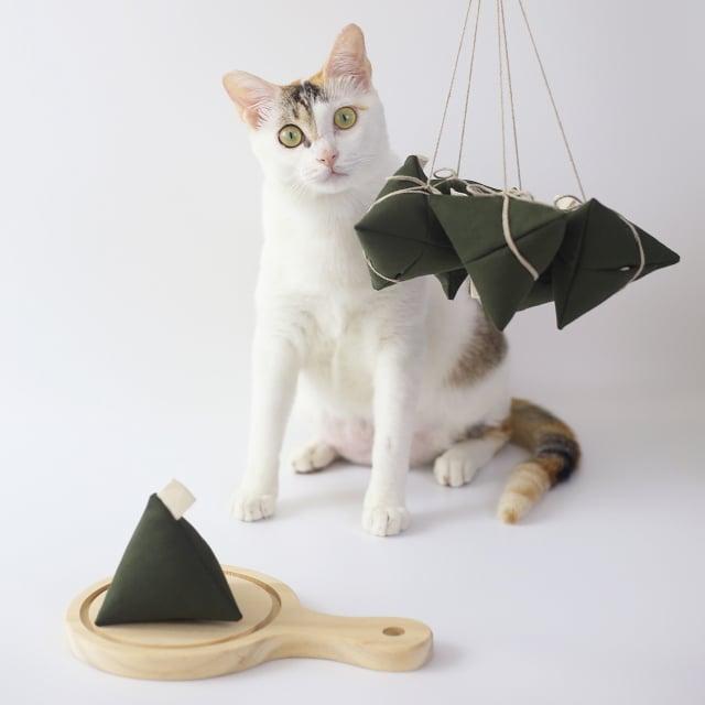 粽子外型結合貓草與響紙作為填充物,讓貓咪一玩就停不下來。(Pinkoi提供)