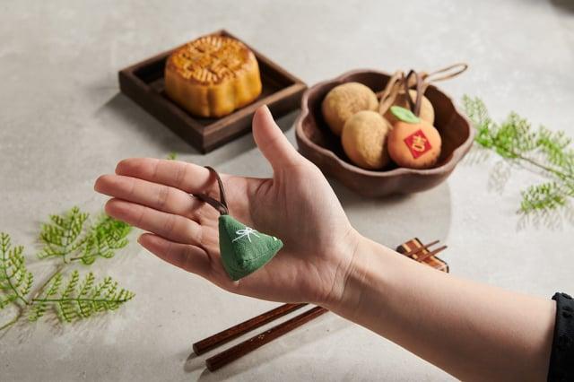 粽子吊飾滴上精油,就變成隨身香包。(Pinkoi提供)