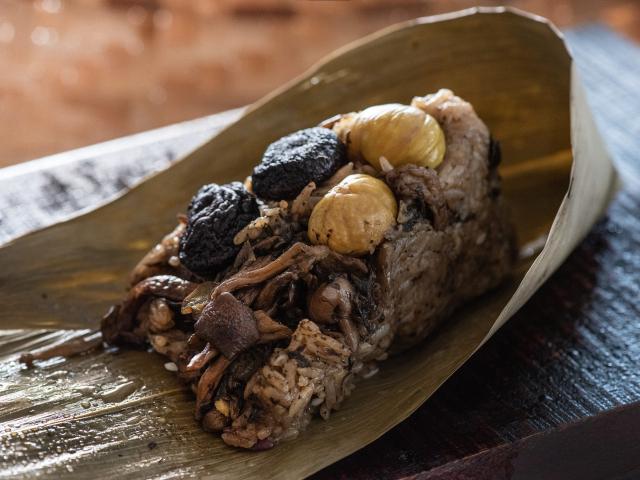 養生蔬食之選「香椿野菇素粽」。(大倉久和大飯店提供)