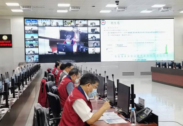桃園市長鄭文燦2日召開防疫記者會。