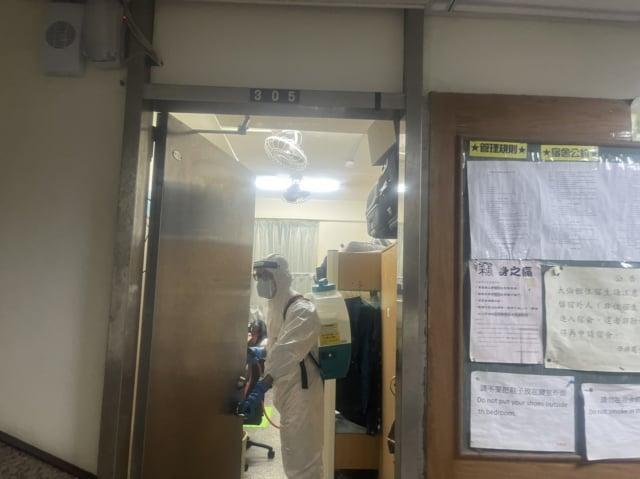 文化大學大倫館有四名學生確診中共病毒(武漢肺炎),校方已針對大倫館進行全面消毒。 (中央社)