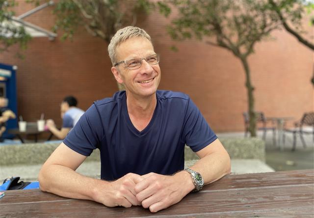 德國的Thomas表示,臺灣有很多好的傳統文化可以學習。(廖蔚尹/大紀元)