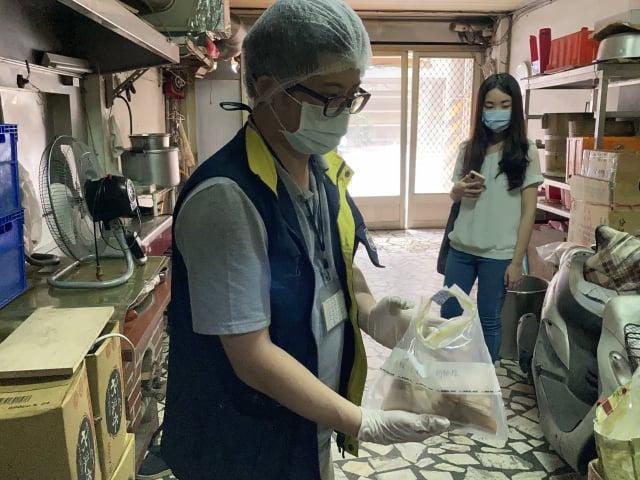 1件「肉粽」檢出微生物超標與規定不符。(桃園市衛生局提供)