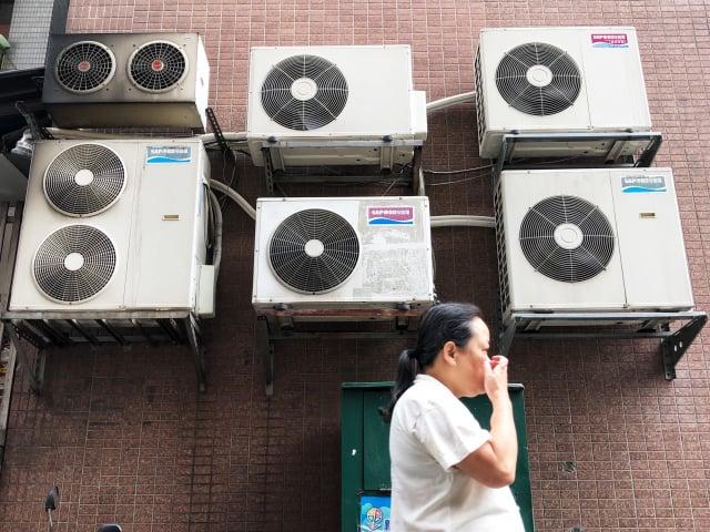 由於用電需求大增,時力建議考慮暫緩夏季電價實施。(中央社)