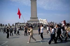圖為1989年6月2日在天安門廣場示威的學生。(Jiří Tondl/維基百科)