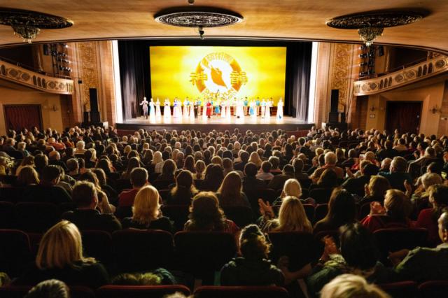 2019年12月27日,美國神韻國際藝術團在康州斯坦福派雷斯劇院演出盛況。(記者戴兵/攝影)