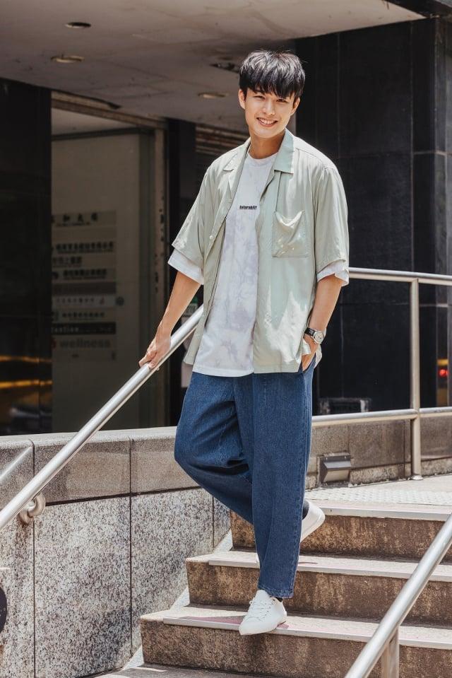 新生代演員安俊朋演繹「寬鬆時尚、自在生活」的氣球褲。(GU提供)