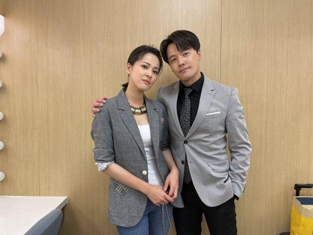 (左起)蘇晏霈跟黃文星搭檔演出,讓觀眾笑開懷。(民視提供)
