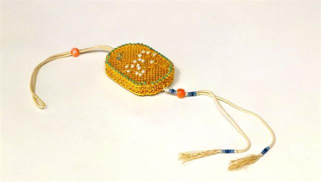 清--金累絲鑲珠石香囊。(公有領域)