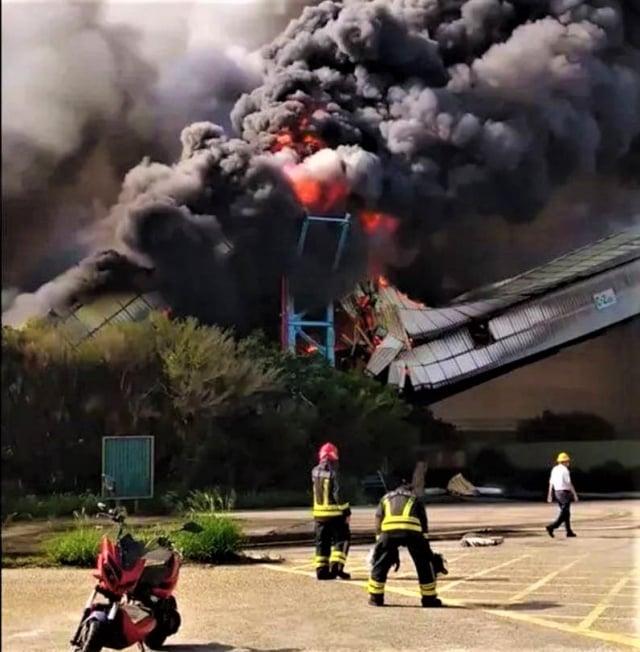 台中火力發電廠10日上午7點多突發大火,經3小時搶救撲滅。