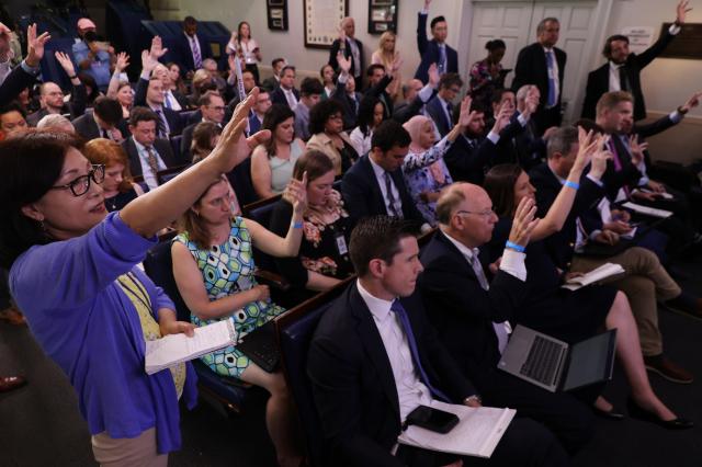 圖為6月7日,記者在白宮新聞簡報室提問。(Chip Somodevilla/Getty Images)