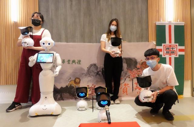中原資管系學生結合所學資訊專業,撰寫Zenbo  AI程式打造創意畢業典禮。