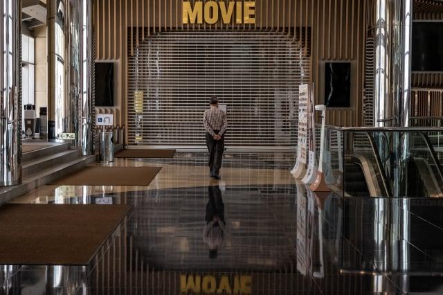 香港突然修改《電影檢查條例》中對檢查員的指引,嚴審電影是否有違《港版國安法》。示意圖。(Anthony Kwan/Getty Images)