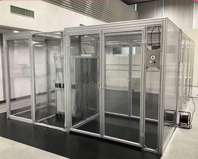 首批10座負壓隔離艙已順利抵臺,將優先放置於重症急救醫院,預計最快12日早上就會進行安裝。(指揮中心提供)