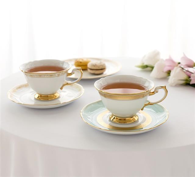 唐彩金蝕咖啡杯組、唐花咖啡杯組及點心盤。(華彩精品提供)