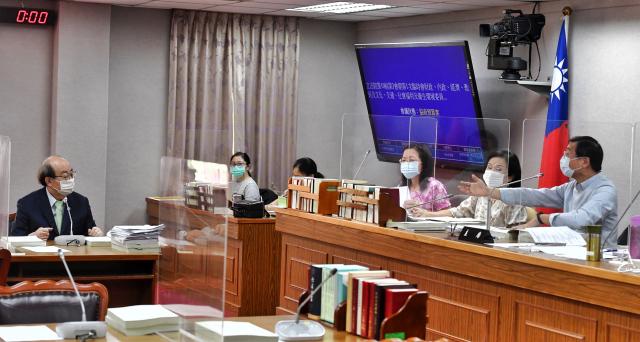 立法院15日召開聯席委員會,針對紓困預算提案進行審查。(中央社)