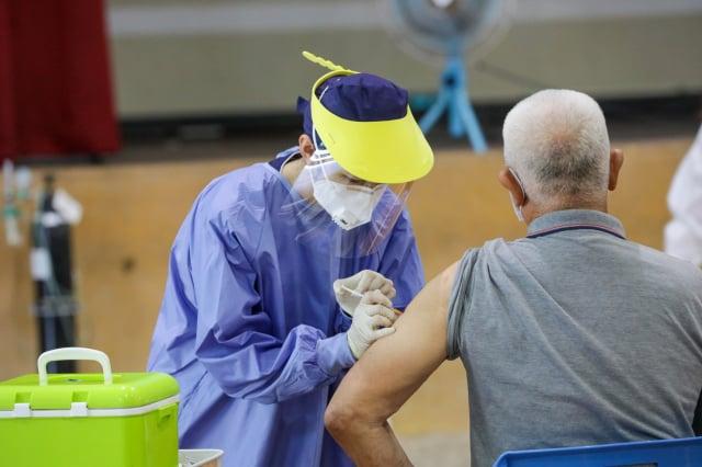 中市85歲疫苗施打率6成。(臺中市政府提供)