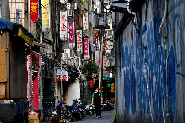 萬華茶室文化老街資料照。(SAM YEH/AFP via Getty Images)