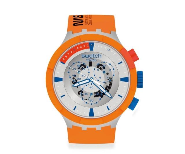 「橘色風暴」搭配三眼計時功能,凸顯火箭升空倒數十秒的重要性。(SWATCH提供)